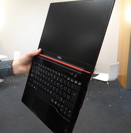 ультрабук Fujitsu Lifebook