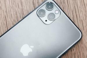 Сегмент премиальных смартфонов упал на 13% из-за коронавируса