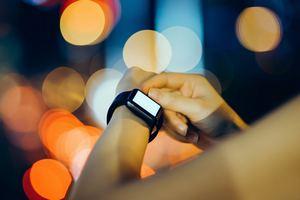 Мировые продажи смарт-часов и фитнес-трекеров в 2024 году превысят 300 млн штук
