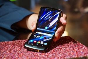 В 2025 году продажи смартфонов с гибкими дисплеями превысят 100 млрд долларов