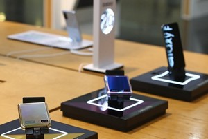 Samsung доминирует на мировом рынке смартфонов со складными дисплеями