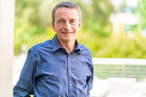 Intel объявила о смене генерального директора