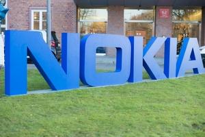 Nokia завершила год с убытком в 2,4 млрд евро
