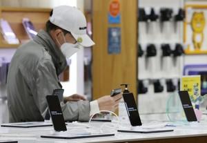 В пятерке лидеров рынка смартфонов только у Samsung упала доля