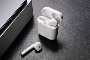 Аналитики назвали самого серьезного конкурента Apple на рынке TWS-гарнитур